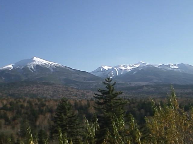 雪の十勝岳連峰